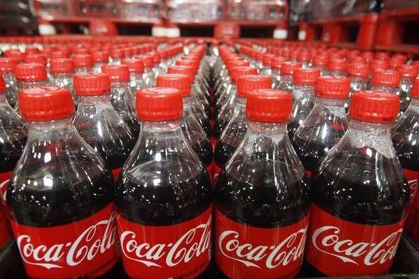 Почему бы не использовать популярный напиток Coca-Cola.