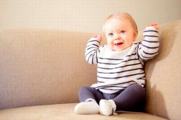 Простые способы как постирать диван от детской мочи