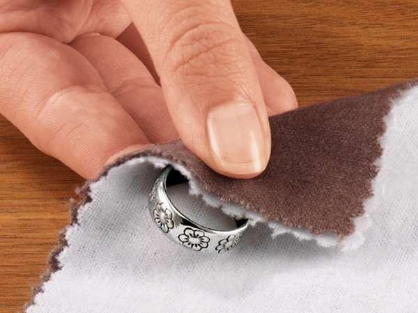 Никакие суеверия не заставят серебро изменить цвет.