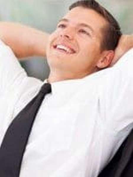 Как быстро удалить желтые пятна с белой одежды?