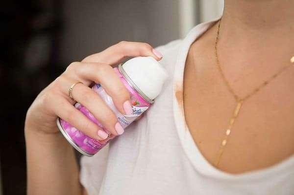 Как быстро отстирать тональный крем с одежды?