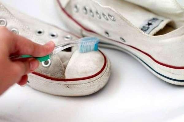 Чистка зубной щеткой
