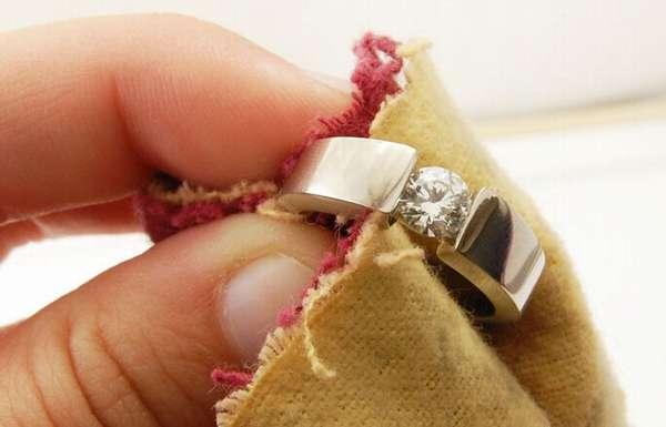 Изделия из белого золота очень деликатные и требуют соответствующего отношения.