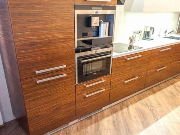 Кухня со встроенным духовым шкафом
