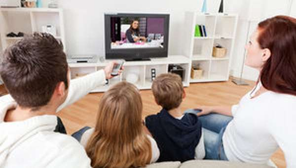 Просмотр телевизора дома
