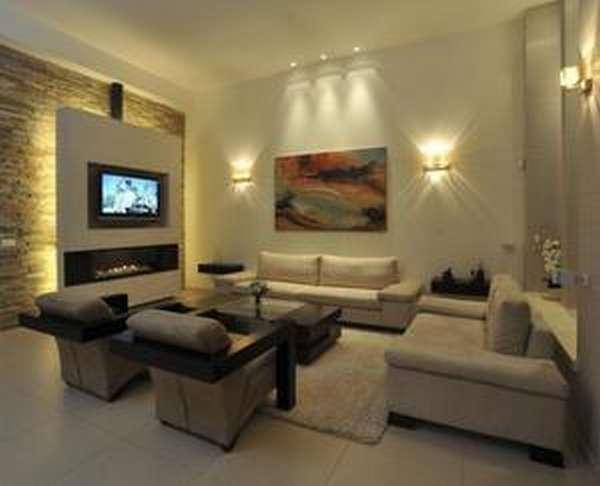 Телевизор на стене в гостинной
