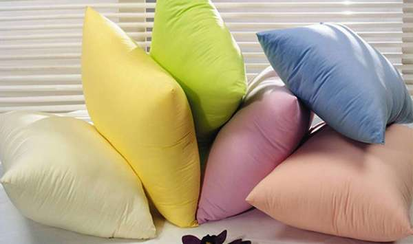 Как качественно постирать подушку в домашних условиях