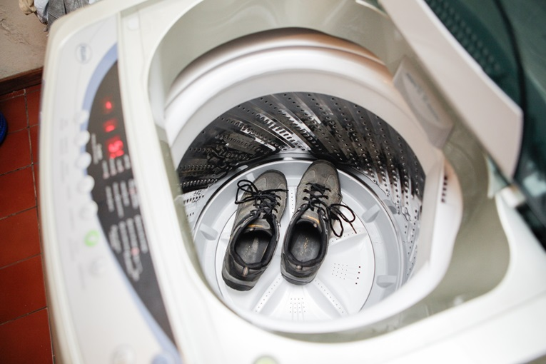 Можно ли стирать обувь в стиральной машине