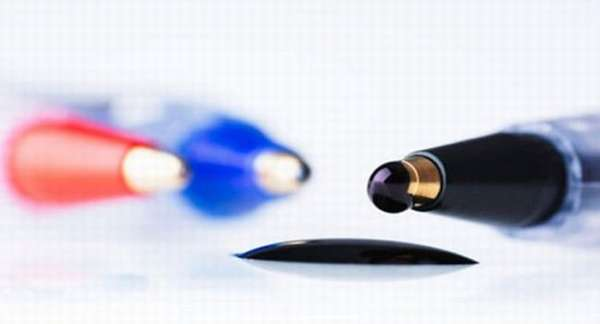 Эффективные способы, как можно отстирать чернила шариковой ручки с одежды