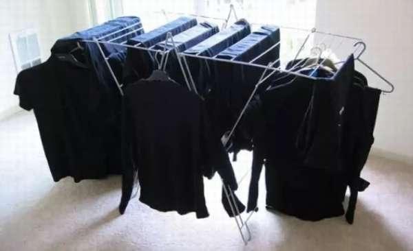 Как правильно стирать черную одежду, чтобы она долго оставалась угольно-черной?