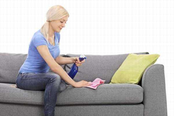 Как очистить поверхность дивана от сложных пятен быстро и без разводов