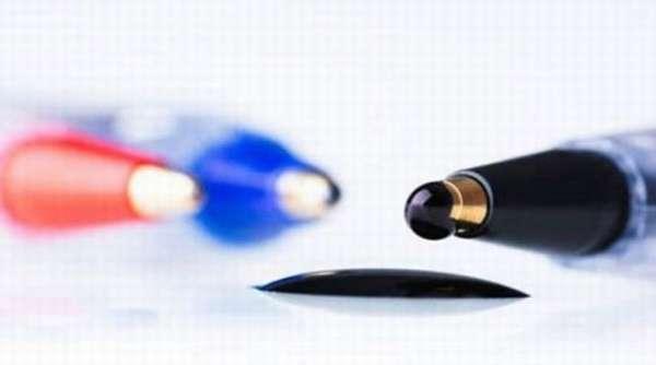 Как отстирать гелевую ручку с белой и цветной одежды