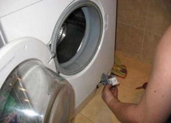 Стиральная машина LG не сливает воду