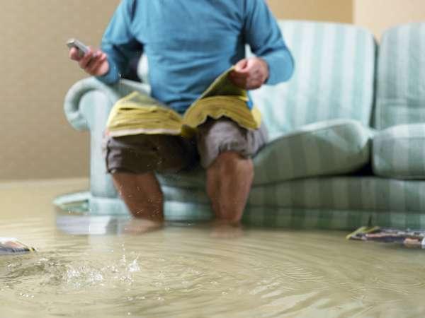 После затопления важно быстро все высушить, чтобы избежать появления сырости.