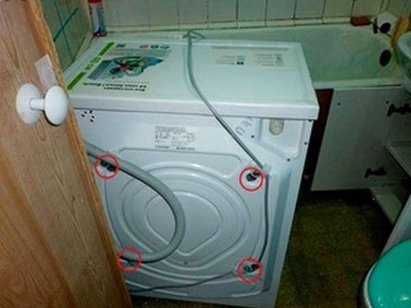 Где находятся транспортировочные болты в разных стиральных машинах
